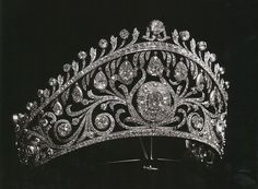 Diamond Kokoshnik of Grand Duchess Elena Vladimirovna of Russia, who married Prince Nicolas of Greece. Circa early 1900s.: