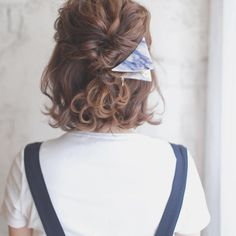大人っぽいけどワンパターンになりがちなショートに、ボブヘア。もっとヘアアレンジの幅を広げて楽しみたい!という人は少なくないのでは? そこでおすすめは「くるりんぱアレンジ」♡ 髪の毛が短くてもたっぷりアレンジが楽しめますよ。
