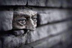 ΙΔΕΟΓΡΑΦΗΜΑΤΑ ΑΙΧΜΗΣ: Another brick in the Wall