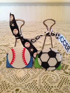 Sports Binder Clips Clothespin Crafts, Paper Crafts, Dyi Bookmarks, Projects For Kids, Craft Projects, Post It Holder, Paper Binder, Christmas Craft Show, Sport Theme