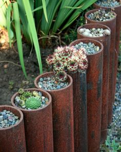 Planting succulents in copper pipes to make a creative garden edging. Planting succulents in copper Brick Garden Edging, Lawn Edging, Garden Borders, Garden Front Of House, Landscape Edging, Easy Garden, Planting Succulents, Garden Beds, Garden Spaces