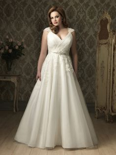 Here wedding dresses plus size designer are designed latest cheap plus size designer weddings dresses foryoung girls and stylish women. Plus size designer wedding dresses are mostly wearing by rich people. Many girls are wishing to wear designer wedding dresses to look more stylish and stunning and also designer wedding dresses changed your style, personality ...