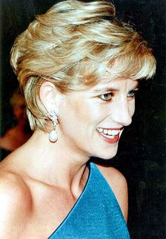 31 October, 1996 - Diana, Princess of Wales, leaves the Victor Chang charity dinner in Sydney on October 31, 1996