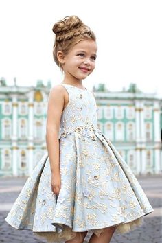 Your girl should put on a dress which is ideal for the season you will do the wedding. Flower girls in black is going to have an effect on your ceremony. Cute Flower Girl Dresses, Little Girl Dresses, Girls Dresses, Beautiful Girl Dresses, Kids Fashion Dresses, Long Dresses, Wedding Flower Girls, Flower Girl Hair, Girls Fashion Kids