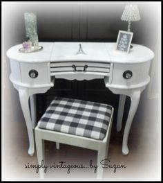 Parisien Vanity - Annie Sloan Chalk Paint - Pure White
