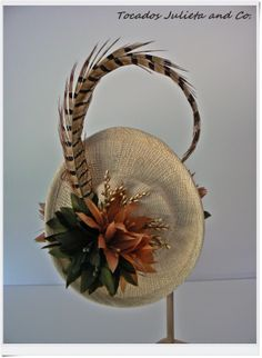 tocado con flores Fascinator Diy, Green Fascinator, Fascinators, Headpieces, Tweed Ride, Soft Autumn, Love Hat, Scarf Hat, Hat Making