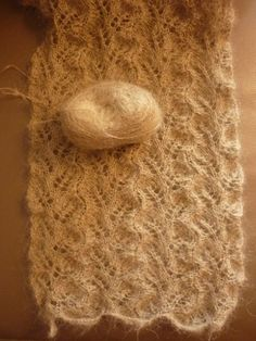 Etole en dentelle - Le fil d'Anneke - Marine And Land Vehicles Crochet Wool, Crochet Shawl, Ravelry, Cata, Knitting Yarn, Knitting Ideas, Sewing, Fabric, Bonnets