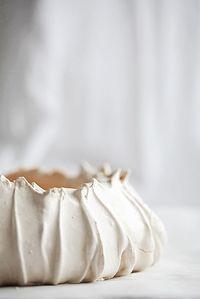 Pavlova meringue by Call me Cupcake Sweet Recipes, Cake Recipes, Dessert Recipes, Call Me Cupcake, Cupcakes, Köstliche Desserts, Plated Desserts, Let Them Eat Cake, Macarons