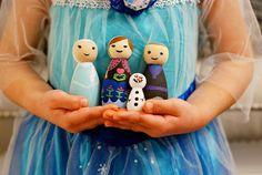 Rambling Renovators: Party Planning: DIY FROZEN Peg Dolls