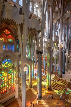 Photos of the Sagrada Família. Discover the spectacular photo gallery of the Expiatory Temple of the Sagrada Família Cathedral Architecture, Sacred Architecture, Concept Architecture, Beautiful Architecture, Architecture Design, Art Nouveau, Antonio Gaudi, Barcelona Architecture, Temple Of Light