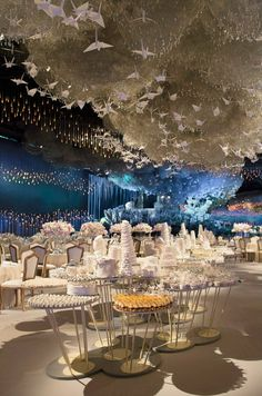 With its own name, let alone one like Lucid Dream, you can be sure that this wedding reception would be nothing short of fantastic. Serving both as a bride and an artist, Sheika Lateefa worked with company Designlab Events in coming up with this spectacular cloud installation for her wedding. In short, through her confidence, support and collaborative spirit, she gave the company creative license to come up with something out-of-this-world. Did DesignLab deliver! 15,000 light sticks, 65,000…