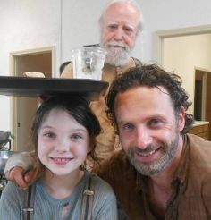the walking dead behind the scenes | The Walking Dead // Love this behind-the-scenes ... | The Walking Dead