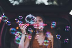 depth of field, over elements and beautiful and contrast makes colours stand out Disney Instagram, Instagram Girls, Girl Photography, Creative Photography, Bubble Photography, Photography Ideas For Teens, Hipster Photography, Brandon Woelfel, Blog Fotografia