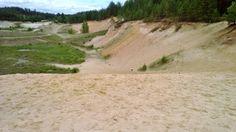 Piusa, todella hienoa kaunista kullankeltaista hiekkaa, alueella louhittu hiekkaa, luolissa nykyisin lepakoita.