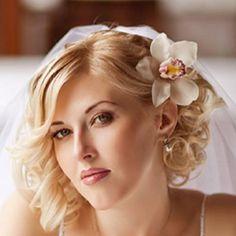 Short wedding hairstyle idea :)