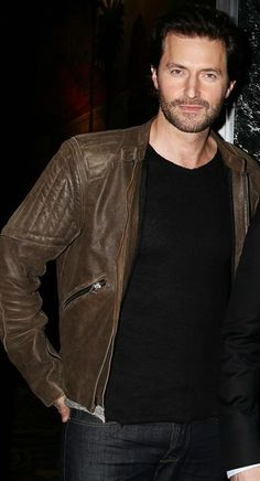 Richard Armitage--I do love this photo of him from the fan event.