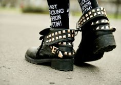 shoes boots studs punk are soo amazing! Dark Fashion, Grunge Fashion, Women's Fashion, Crazy Shoes, Me Too Shoes, Heeled Boots, Shoe Boots, Gothic, Cybergoth