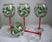 Painted Holly Wine Glasses - Painted Christmas Holly Wine Glasses - Christmas Gift - Set of Two Decorated Wine Glasses, Hand Painted Wine Glasses, Wine Bottle Art, Painted Wine Bottles, Wine Glass Crafts, Wine Bottle Crafts, Christmas Wine Glasses, Large Wine Glass, Wine Glass Designs