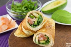 This low-carb arugula avocado salmon egg rolls recipe is very delicious, easy to prepare and works great as a breakfast, snack and even lunch. Salmon Egg Rolls Recipe, Avocado Egg Rolls, Atkins Recipes, Paleo Recipes, Low Carb Recipes, Salmon Eggs, Salmon Avocado, Low Carb Breakfast, Breakfast Recipes