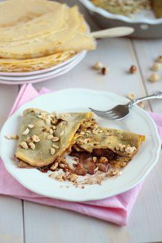 Filloas rellenas de pera y chocolate con avellanas. Mmmm!!