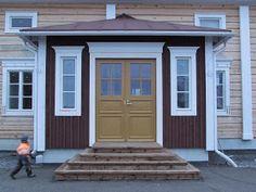 Old Houses, Garage Doors, Outdoor Decor, Inspiration, Home Decor, Biblical Inspiration, Decoration Home, Room Decor, Old Homes