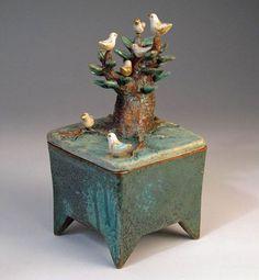 My Owl Barn: Margaret Wozniak Ceramics Slab Pottery, Ceramic Pottery, Pottery Art, Ceramic Boxes, Ceramic Clay, Sculptures Céramiques, Sculpture Art, Slab Boxes, Cerámica Ideas