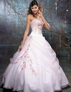 O casamento é o grande momento para qualquer noiva, sendo assim, nós do Dicas de Mulheres separamos 61 modelos de vestidos de noiva.