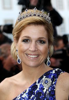 The then Princess Maxima, wearing the sapphire necklace, shown in the previous pin of Queen Juliana, as a tiara, and looking very good in it too. Royal Tiaras, Tiaras And Crowns, Poltimore Tiara, Queen Wilhelmina, Month Gemstones, Glamour World, Holland, Diamond Tiara, Fancy Hats