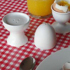 Salt & Pepper Egg Nr. kat.: OR1042  Solniczka i pieprzniczka w formie jajka.