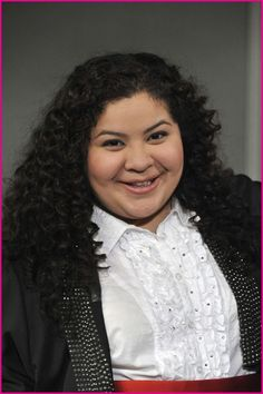 Picture: Raini Rodriguez in 'Austin & Ally.' Pic is in a photo gallery for 'Austin & Ally' featuring 15 pictures. Disney Channel Shows, Disney Shows, Pastel Background Wallpapers, Raini Rodriguez, Austin And Ally, Amazing Songs, Ross Lynch, Young And Beautiful, Celebs