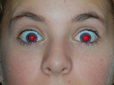 Descubra o motivo pelo qual seus olhos ficam vermelhos em algumas fotos