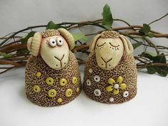 Ovečka, beránek Pottery Animals, Pottery Classes, Pottery Sculpture, Clay Art, Sheep, Projects To Try, Arts And Crafts, Ceramics, Christmas Ornaments