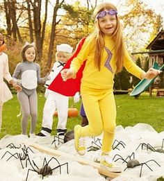 Kids games for Halloween Party - spider obstacle course #halloween #partygames