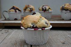 Heute möchte ich eines meiner Lieblings-Rezepte mit euch teilen. Der Liebste und ichlieben die klassischen Blaubeer-Muffins und ich glaube dass er sich im Zweifel auch nur noch davon ernähren würd…