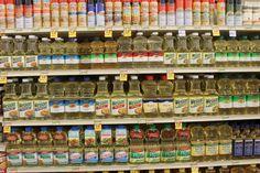 Tus Aceites de Cocina – Sanos vs Insalubres Algunos de estos aceites son sanos y otros son MUY insalubres – aceite de soya, aceite de oliva, aceite de coco, aceite de maíz, etc.… Veamos los detalles … Por qué algunos aceites y grasas que puedes estar usando para cocinar, hornear o para algún otro uso …