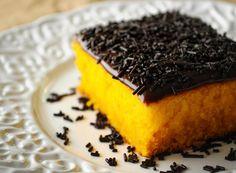 Adocica: Bolo de Cenoura com Brigadeiro e História da Infância | O mundo na cozinha