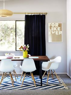 Renters Rejoice: Stylish Solutions to Your Most Common Design Woes - Teppich Carpet Dining Room, Dining Room Walls, Bedroom Carpet, Dining Room Design, Kitchen Carpet, Apartment Therapy, Apartment Living, Rug Over Carpet, Wall Carpet