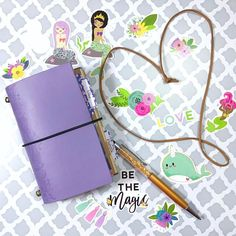 About to do a flip thru of my pocket #travelersnotebook from @mommylhey #littlebits. It's a very simple set up but I'm loving it. I'm using this as my Etsy shop notebook to jot down to-do's and also ideas for inserts and other items. I also changed up the band that closes the TN bc I prefer elastic over the simple cord it had before.  FYI I used the elastic band from a new pair of the toddlers shoes (you know the ones that the store uses to keep a pair of shoes together before you buy…