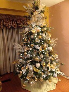 Christmas Tree, Gold, Silver, white Arbol de Navidad en Dorado, Plateado y Blanco