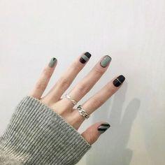 Bridalvenus 24 Pcs False Nail Vintage Black and Green Short Size Glossy Fake Nail Tips Nail strips with Glue and Adhesive Tab for women and girls