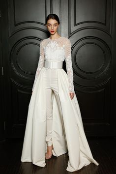 Wedding Gowns with Pants (Page Wedding ceremony Jumpsuits and Pant Fits For Your Particular Day There's a sort of bride who can't be bothered with diaphanous layers of organ. Wedding Gowns with Pants Wedding Trouser Suits, Wedding Pantsuit, Bridal Pants, Bridal Jumpsuit, Summer Jumpsuit, Jumpsuit Outfit, White Jumpsuit, Best Wedding Dresses, Boho Wedding Dress