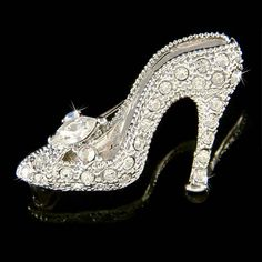 ♥  Swarovski Crystal...Cinderella Glass Slipper...this is a princess shoe that would be fabulous just for decoration <3