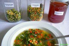 Winterbevorratung leicht gemacht: Hast du etwas Kohlrabi oder eine Karotte zu viel? Mit diesem Trick planst du vor und produzierst deine eigene, gesunde Instant-Suppe für fast 0 Euro.