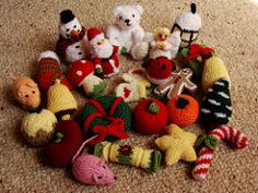 Pattern includes instructions to knit the pocketed advent calendar and 24 beautifully detailed Christmas ornaments to go on the tree one day at a time. Crochet Advent Calendar, Alan Dart, Christmas Wreaths, Christmas Ornaments, Burlap Wreath, Tatting, Knit Crochet, Ravelry, Toys
