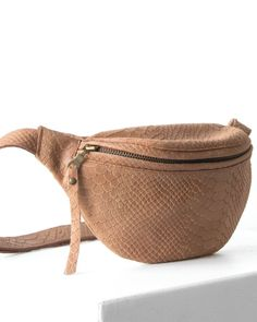 Small leather cognac fanny pack by DAPHNY RAES