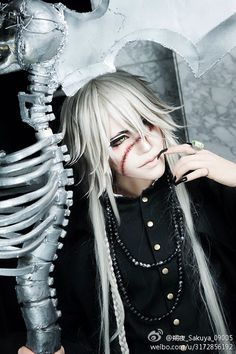 OMG!! Undertaker cosplay!! Kakkoii <3 coser: Sakura