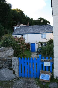 Blue in Cornwall Little Cottages, Beach Cottages, Little Houses, Country Cottages, Portsmouth England, Cornwall England, England Uk, Country Cottage Interiors, Cottage Homes