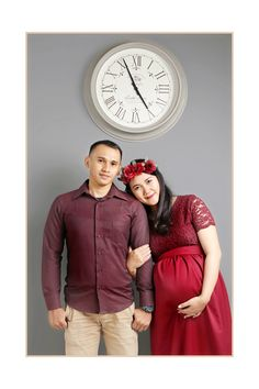 Maternity photos | burgundy | maternity dress | inspiration maternity photos #couple #red #burgundy #flowercrown #maternityphotos #love