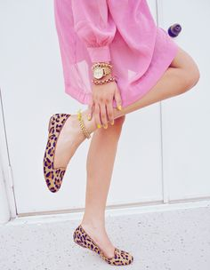 hot pink dress and leopard flats. clearly I want some leopard flats because I keep pinning them Estilo Fashion, Look Fashion, Ideias Fashion, Womens Fashion, Fashion Shoes, Girl Fashion, Fashion Models, Leopard Loafers, Leopard Print Flats