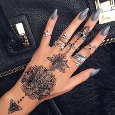 #Mandala #Lotus #jewelry #nails